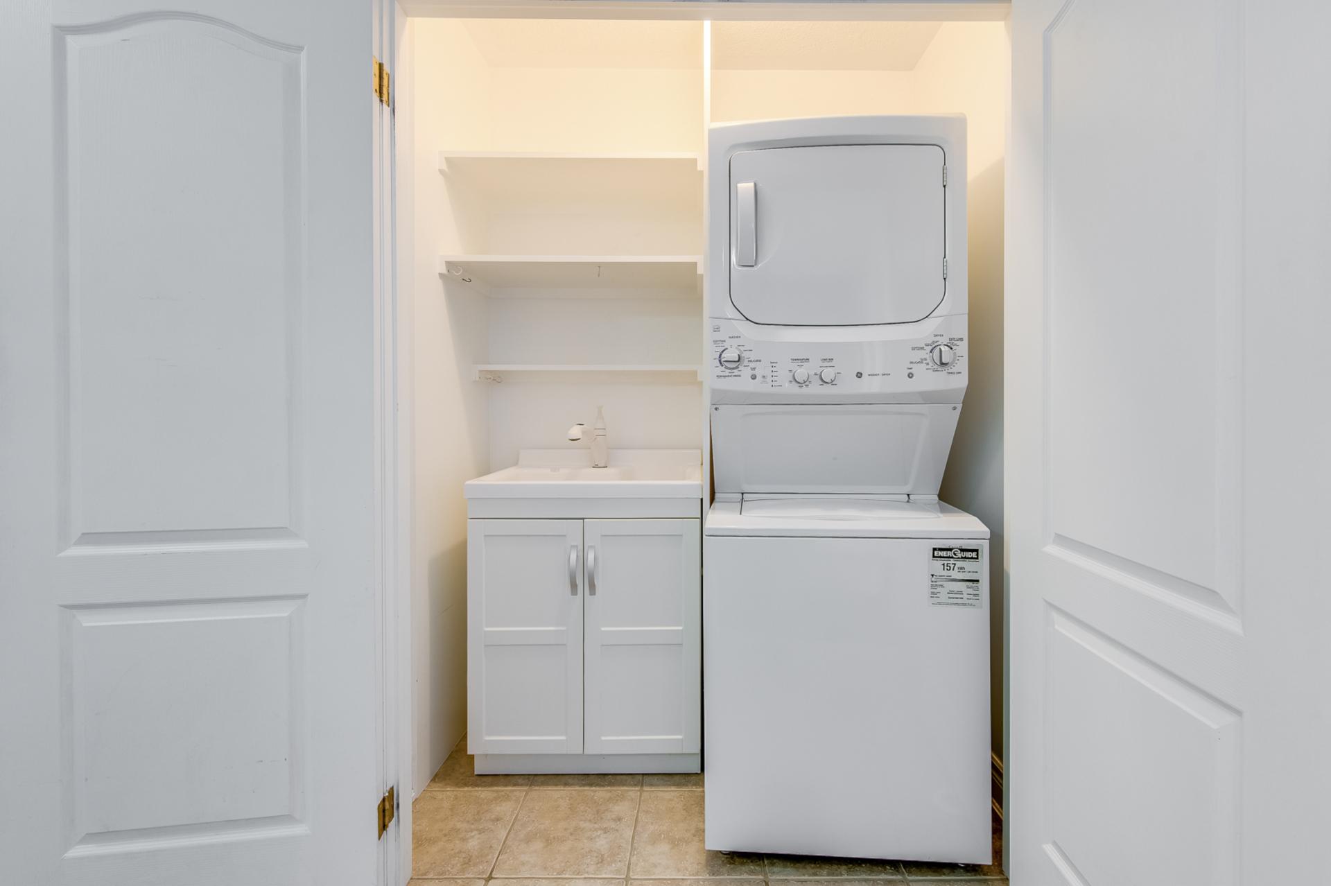 Laundry Room - 2014 Lushes Ave, Mississauga - Elite3 & Team at 2014 Lushes Avenue, Clarkson, Mississauga