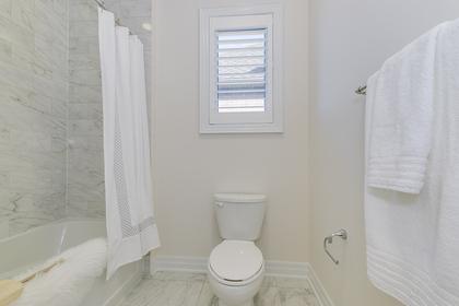 Main Bathroom - 95 North Park Blvd, Oakville - Elite3 & Team at 95 North Park Boulevard, Rural Oakville, Oakville