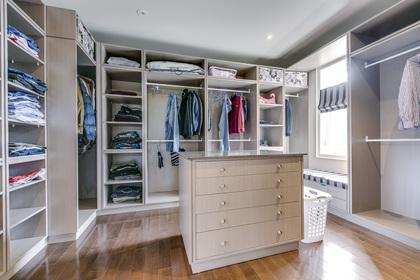 Master Dressing Room - 5041 Lakeshore Rd, Burlington - Elite3 & Team at 5041 Lakeshore Road, Appleby, Burlington