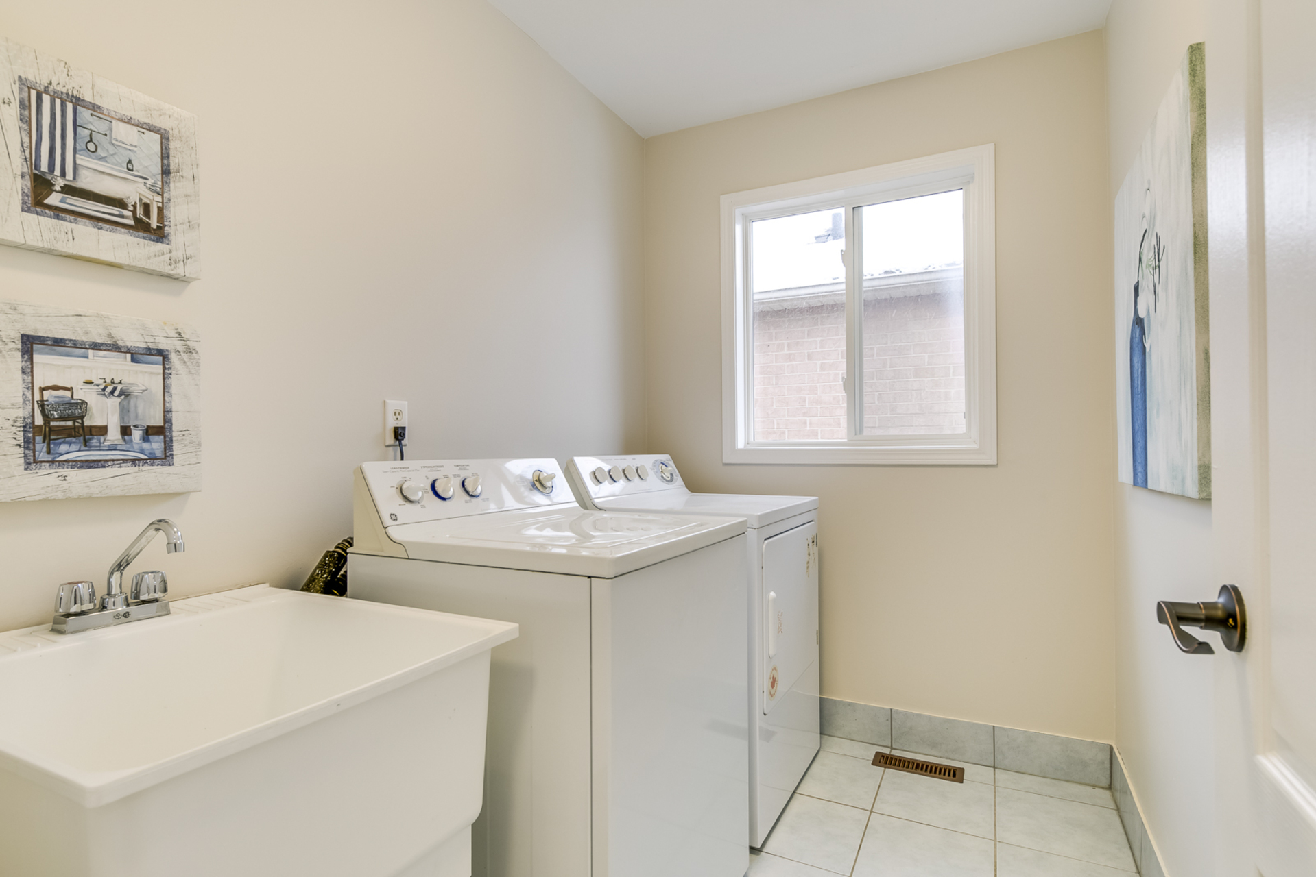 2nd Floor Laundry - 1342 Weir Chase, Mississauga - Elite3 & Team at 1342 Weir Chase, East Credit, Mississauga