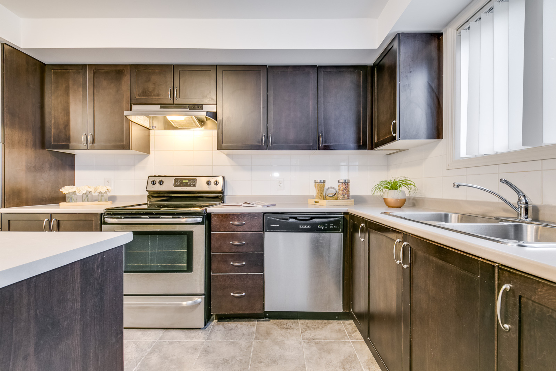 Kitchen - 2891 Rio Crt, Mississauga - Elite3 & Team at 46 - 2891 Rio Court, Central Erin Mills, Mississauga