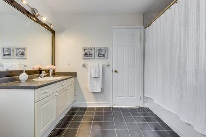 Jack & Jill Bathroom - 1471 Creekwood Tr, Oakville - Elite3 & Team at 1471 Creekwood Trail, Iroquois Ridge North, Oakville