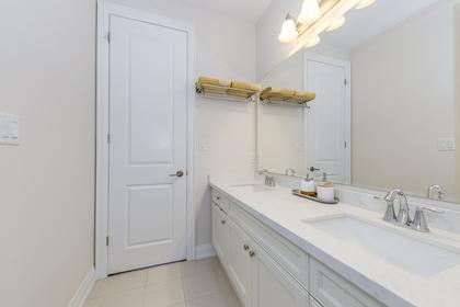 Main Bathroom - 166 Mcwilliams Cres, Oakville - Elite3 & Team at 166 Mcwilliams Crescent, Rural Oakville, Oakville