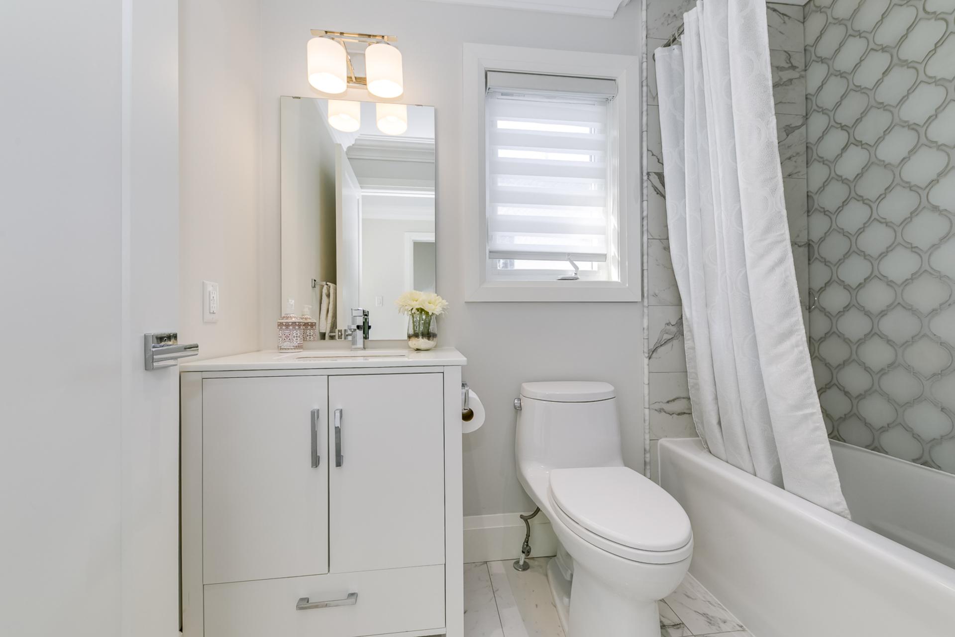 2nd Bedroom Ensuite - 729 Byngmount Ave, Mississauga - Elite3 & Team at 729 Byngmount Avenue, Lakeview, Mississauga