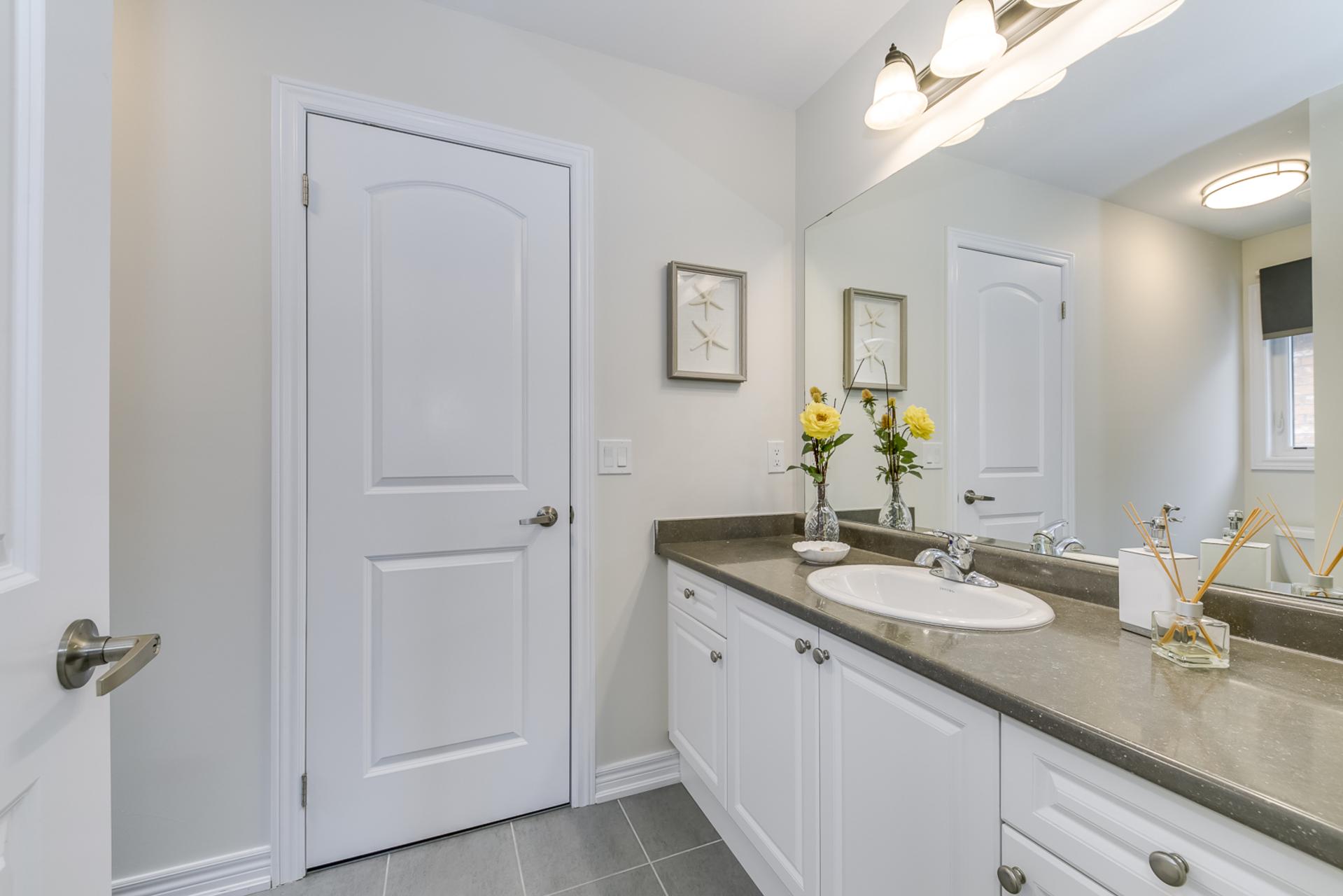 Jack & Jill Bathroom - 31 Beacon Point St,  Markham - Elite3 & Team at 31 Beacon Point Street, Wismer, Markham