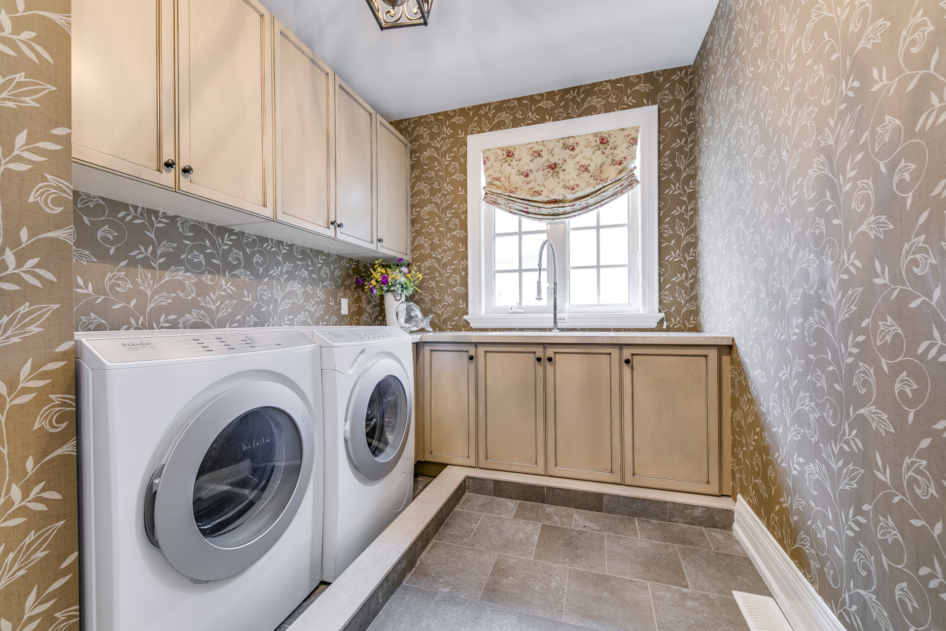 2nd Floor Laundry - 725 Queensway W, Mississauga - Elite3 & Team at 725 Queensway West, Erindale, Mississauga