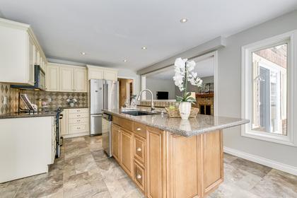 Kitchen & Breakfast - 1267 Monks Passage, Oakville - Elite3 & Team at 1267 Monks Passage, Glen Abbey, Oakville