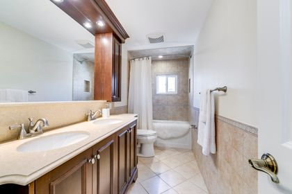 Main Bathroom - 2389 Deer Run Ave, Oakville - Elite3 & Team at 2389 Deer Run Avenue, Eastlake, Oakville