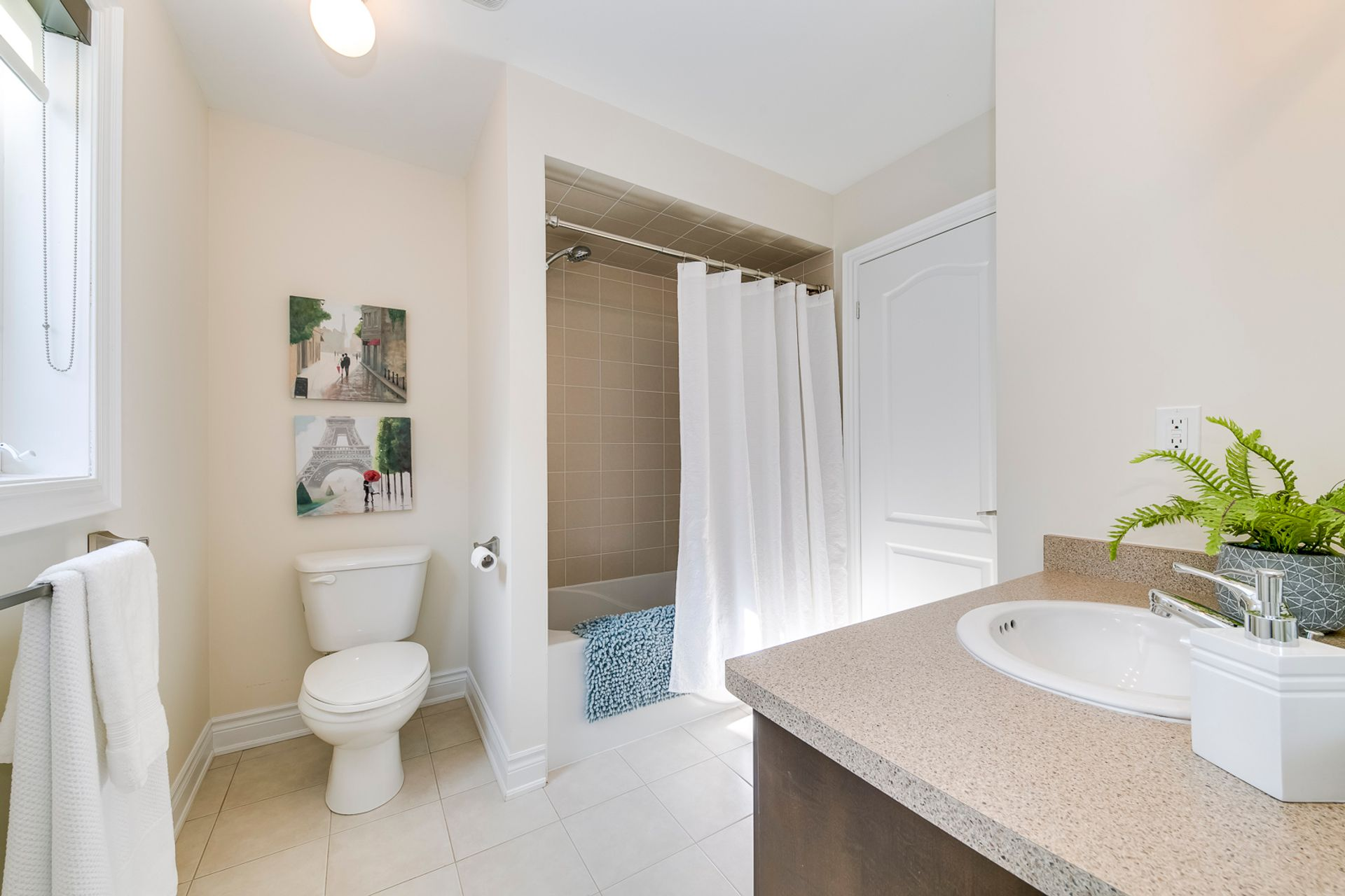 Main Bathroom - 2419 Sylvia Dr, Oakville - Elite3 & Team at 2419 Sylvia Drive, Iroquois Ridge North, Oakville