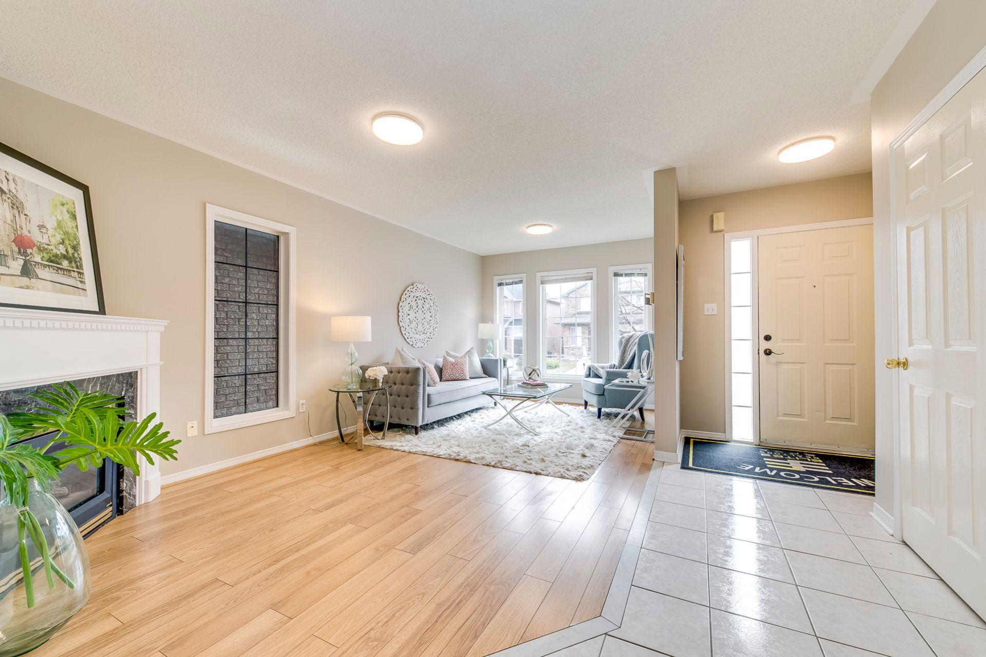 Living Room - 2155 Village Squire Lane, Oakville - Elite3 & Team at 2155 Village Squire Lane, West Oak Trails, Oakville