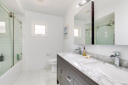 Main Bathroom - 972 Winterton Way, Mississauga - Elite3 & Team at 972 Winterton Way, East Credit, Mississauga