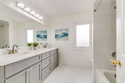 Main Bathroom - 2791 Mahogany Lane, Oakville - Elite3 & Team at 2791 Mahogany Lane, Clearview, Oakville