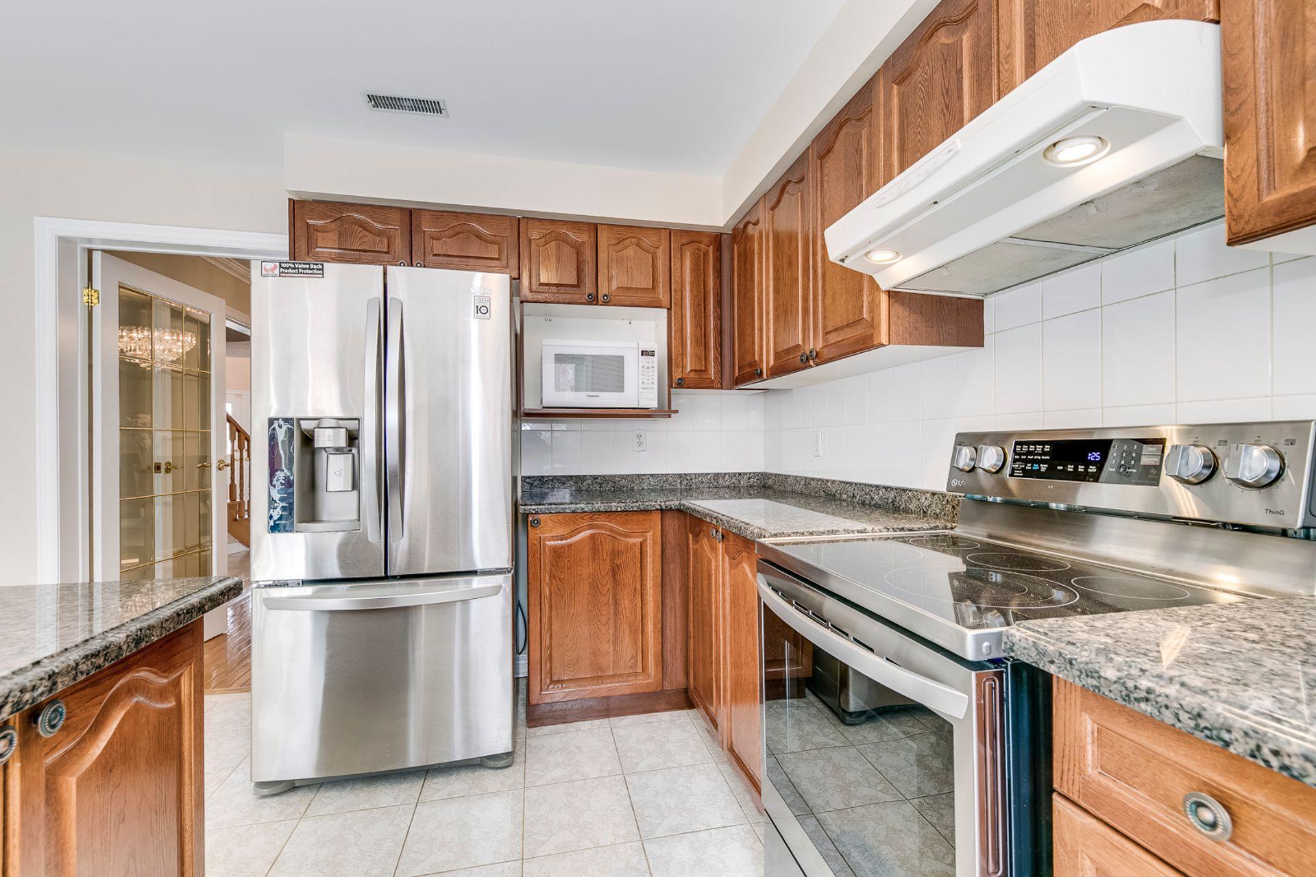 Kitchen - 5156 Heatherleigh Ave, Mississauga - Elite3 & Team at 5156 Heatherleigh Avenue, East Credit, Mississauga