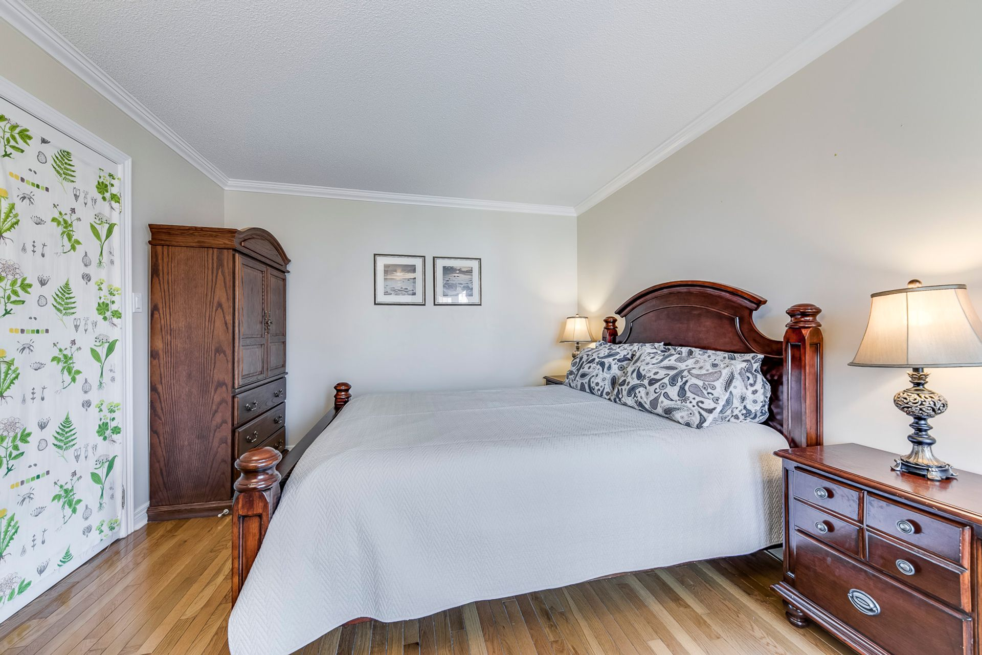 Living Room - 5156 Heatherleigh Ave, Mississauga - Elite3 & Team at 5156 Heatherleigh Avenue, East Credit, Mississauga