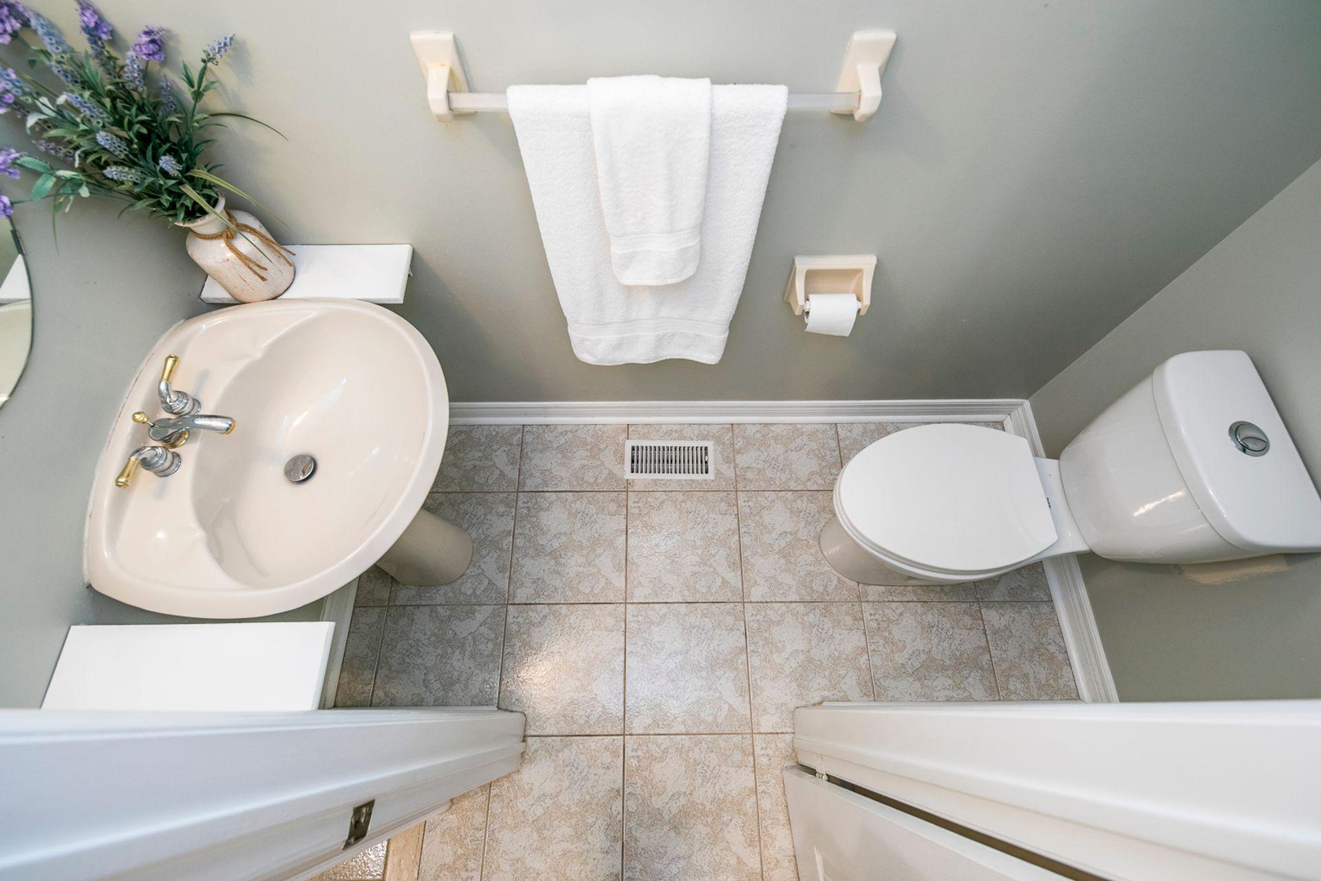 Powder Room - 5156 Heatherleigh Ave, Mississauga - Elite3 & Team at 5156 Heatherleigh Avenue, East Credit, Mississauga