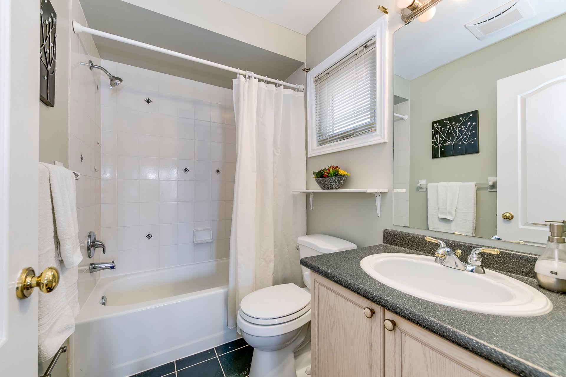 2nd Bedroom Ensuite - 5156 Heatherleigh Ave, Mississauga - Elite3 & Team at 5156 Heatherleigh Avenue, East Credit, Mississauga