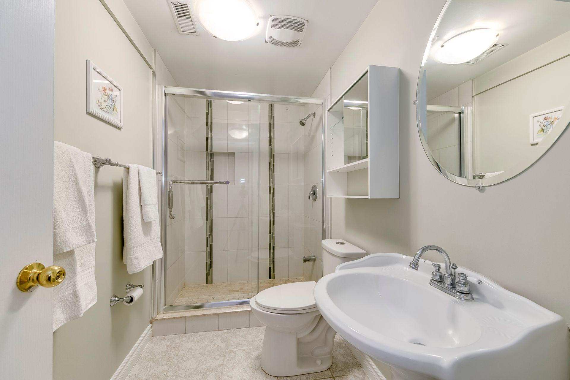 Basement Bathroom - 5156 Heatherleigh Ave, Mississauga - Elite3 & Team at 5156 Heatherleigh Avenue, East Credit, Mississauga