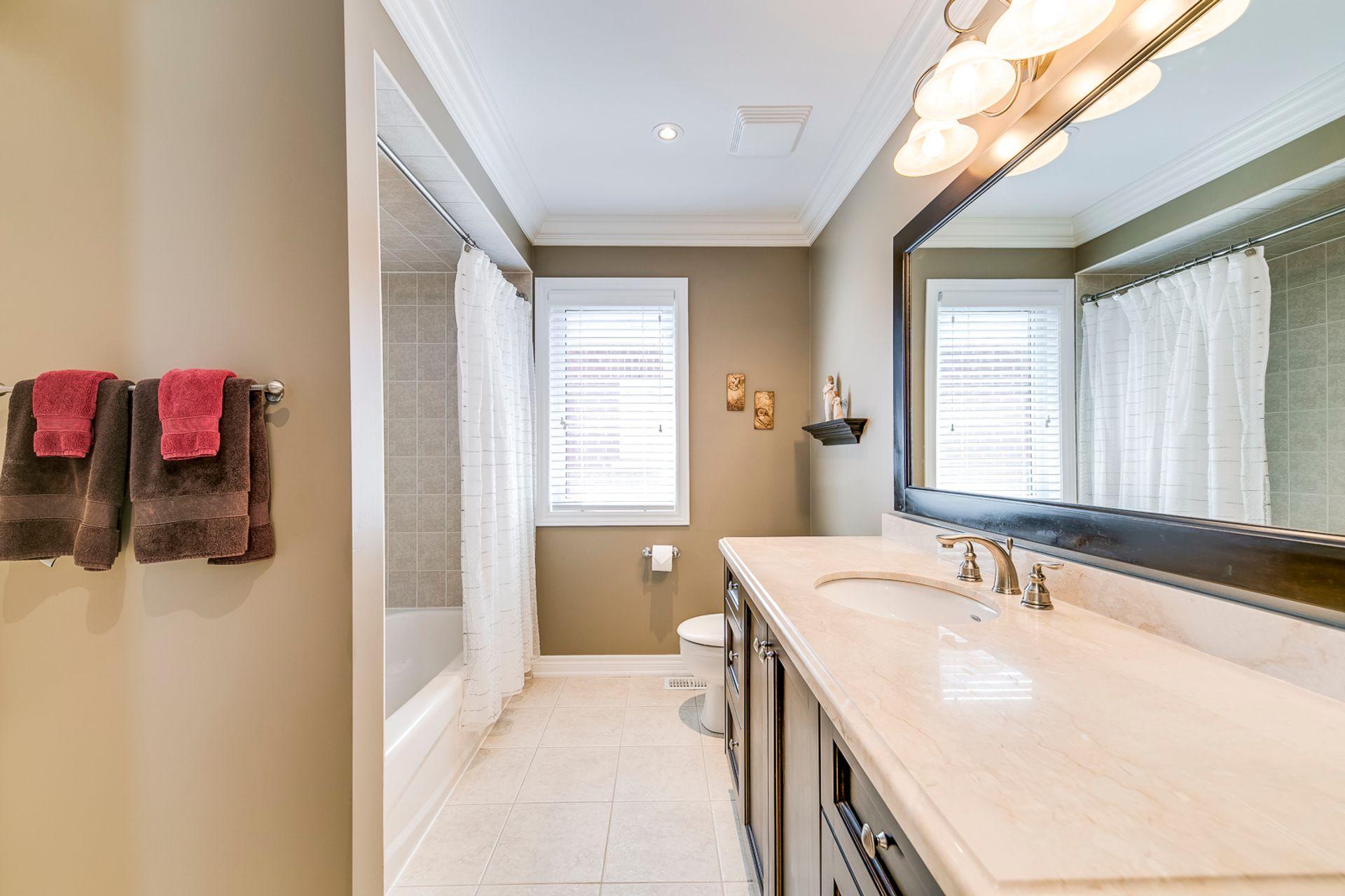 Main Bathroom - 2465 North Ridge Tr, Oakville - Elite3 & Team at 2465 North Ridge Trail, Iroquois Ridge North, Oakville