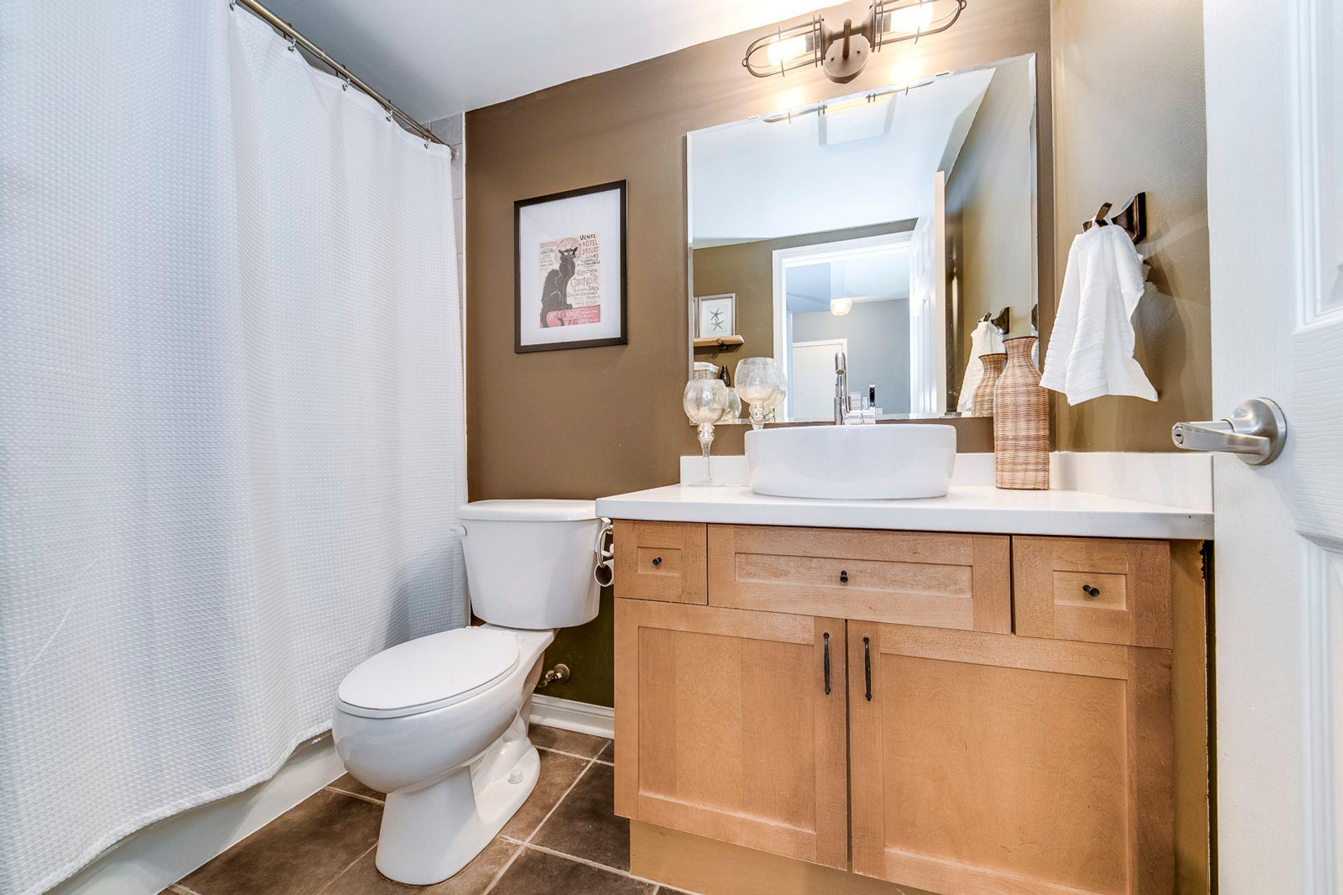 Main Bathroom - 4 - 734 Neighbourhood Circle, Mississauga - Elite3 & Team at 4 - 734 Neighbourhood Circle, Cooksville, Mississauga