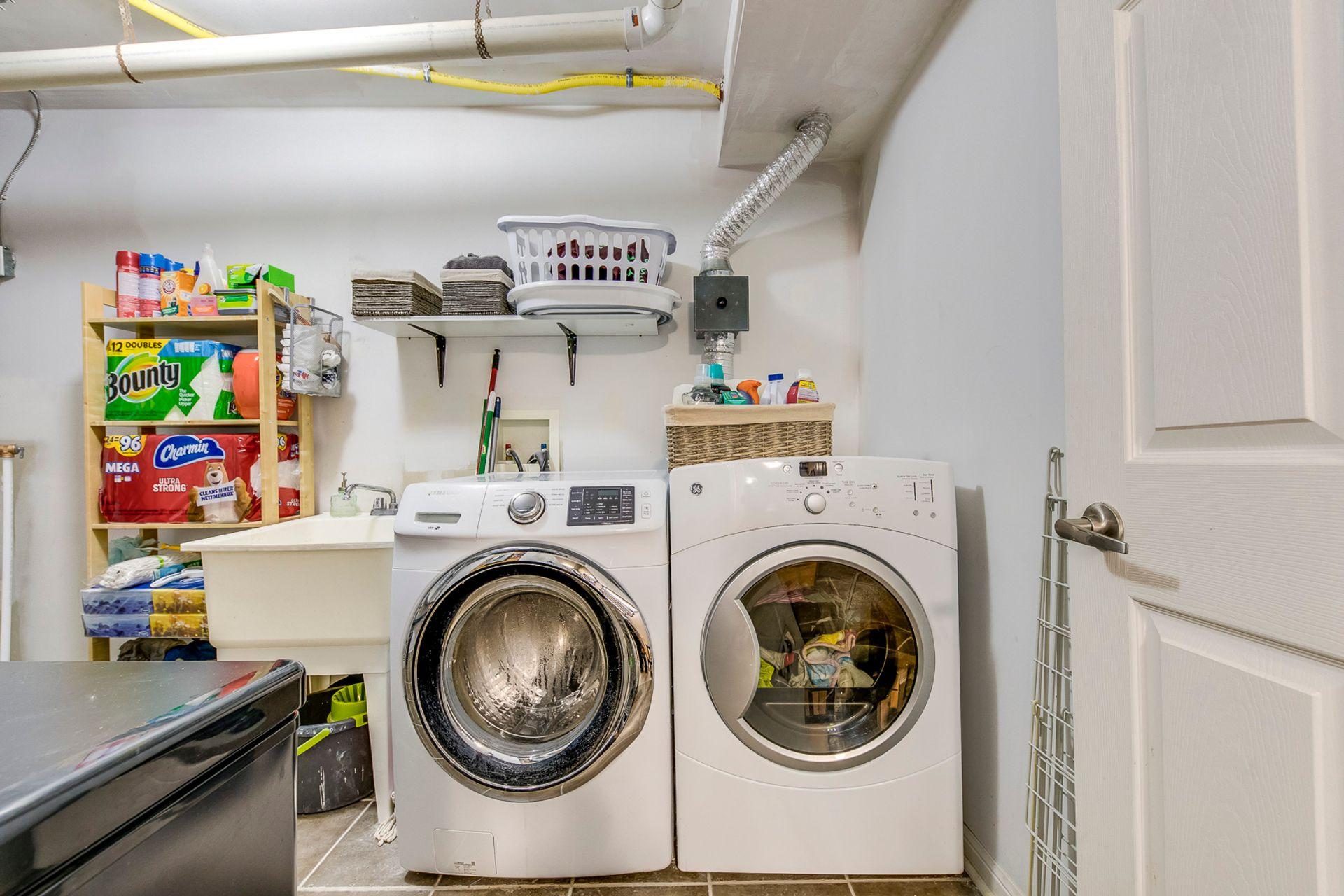 Laundry - 4 - 734 Neighbourhood Circle, Mississauga - Elite3 & Team at 4 - 734 Neighbourhood Circle, Cooksville, Mississauga