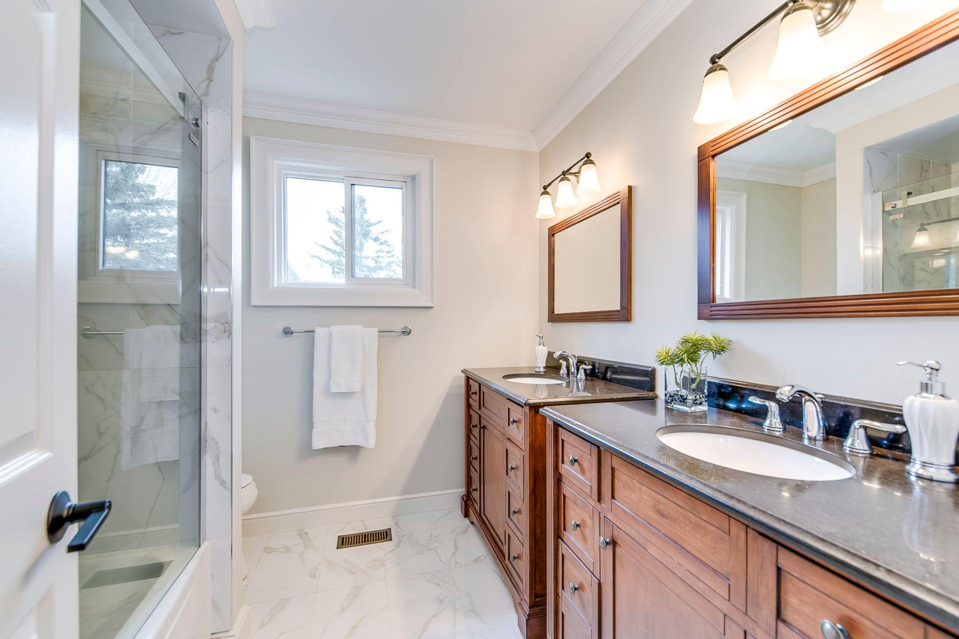 Main Bathroom - 2275 Daffodil Court, Oakville - Elite3 & Team at 2275 Daffodil Court, Eastlake, Oakville