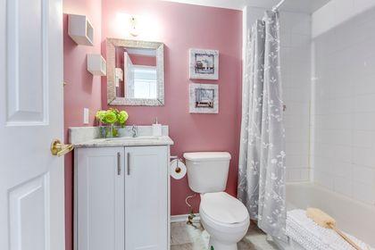 Main Bathroom - 33 - 4605 Donegal Dr, Mississauga - Elite3 & Team at 33 - 4605 Donegal Drive, Erin Mills, Mississauga