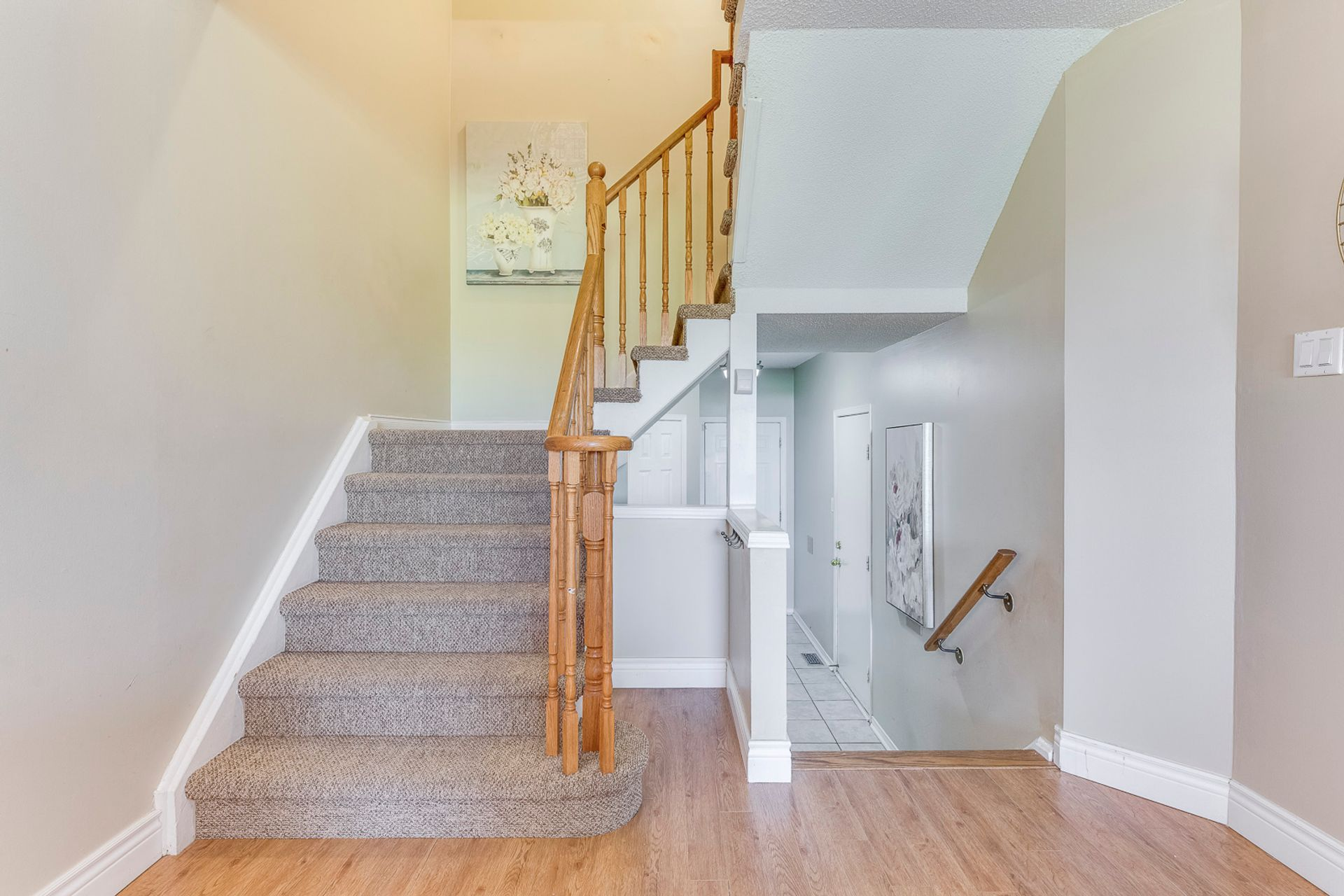 Stairs - 33 - 4605 Donegal Dr, Mississauga - Elite3 & Team at 33 - 4605 Donegal Drive, Erin Mills, Mississauga