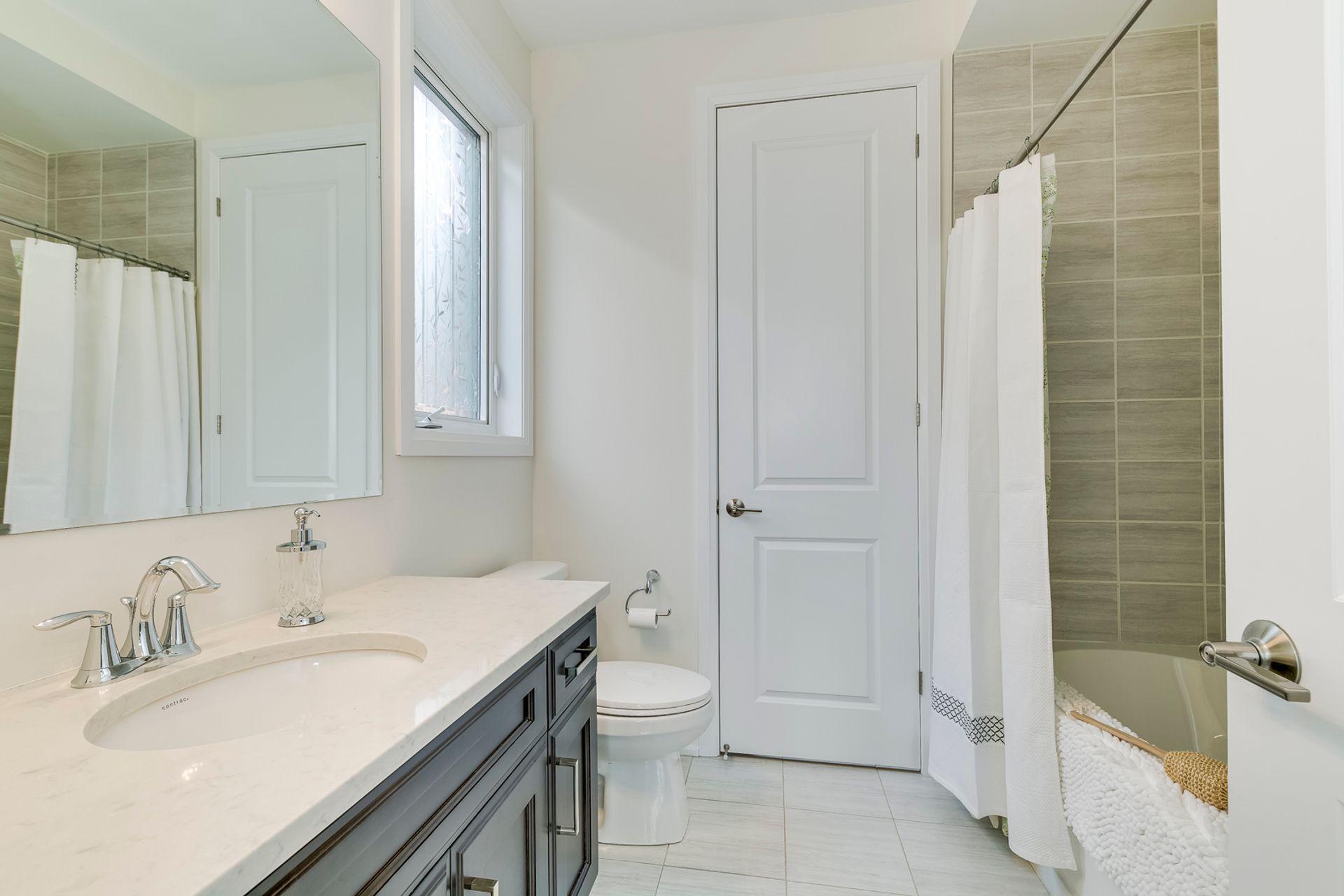 Main Bathroom - 3129 Riverpath Common, Oakville - Elite3 & Team at 3129 Riverpath Common, Rural Oakville, Oakville