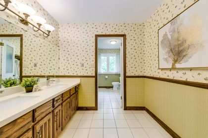 Main Bathroom - 2421 Jarvis St, Mississauga - Elite3 & Team at 2421 Jarvis Street, Airport Corporate, Mississauga