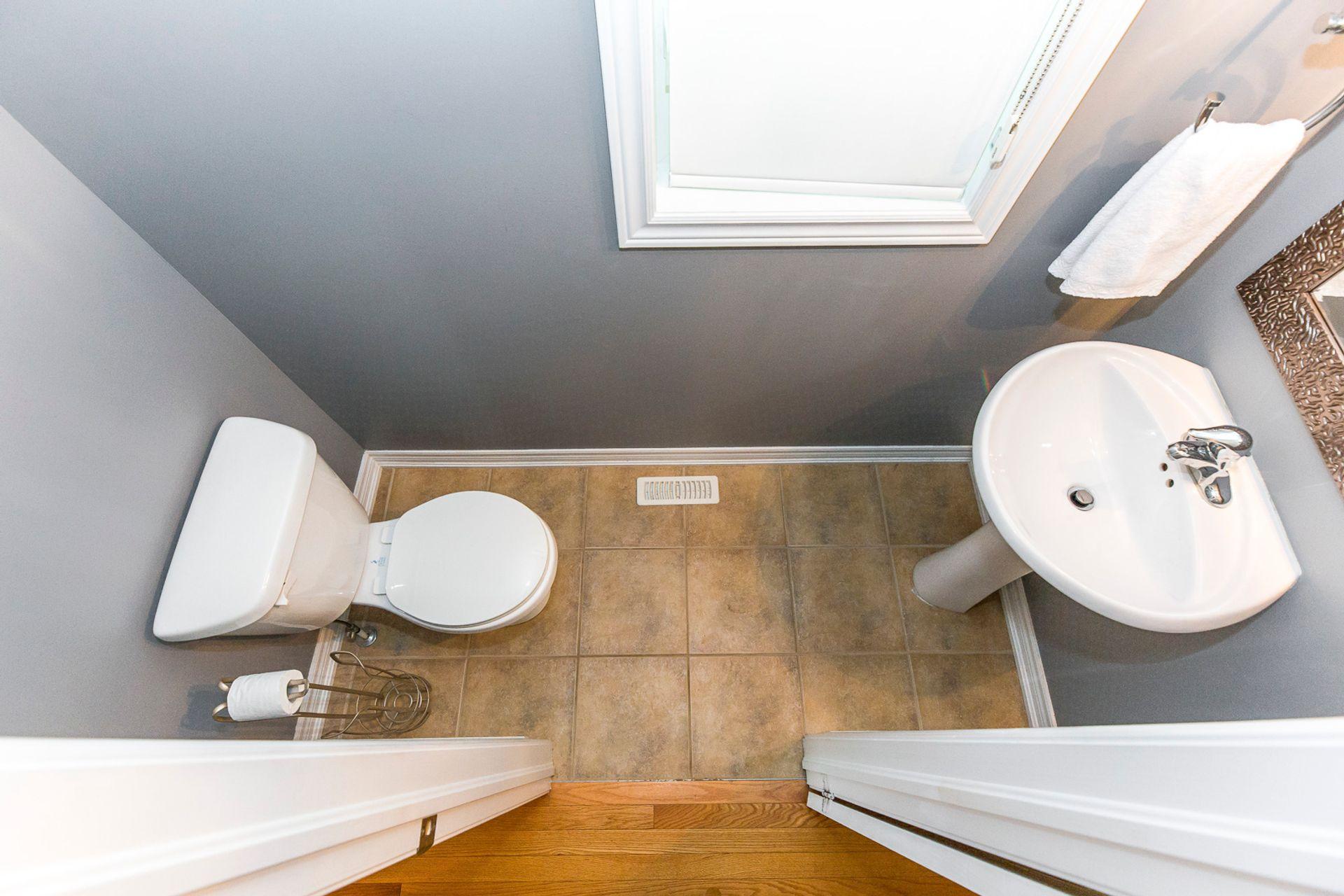 Powder Room - 3720 Nightstar Dr, Mississauga - Elite3 & Team at 3720 Nightstar Drive, Churchill Meadows, Mississauga