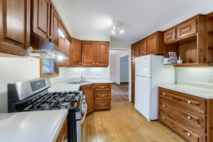 Kitchen - 169 Wedgewood Dr, Oakville - Elite3 & Team at 169 Wedgewood Drive, Eastlake, Oakville