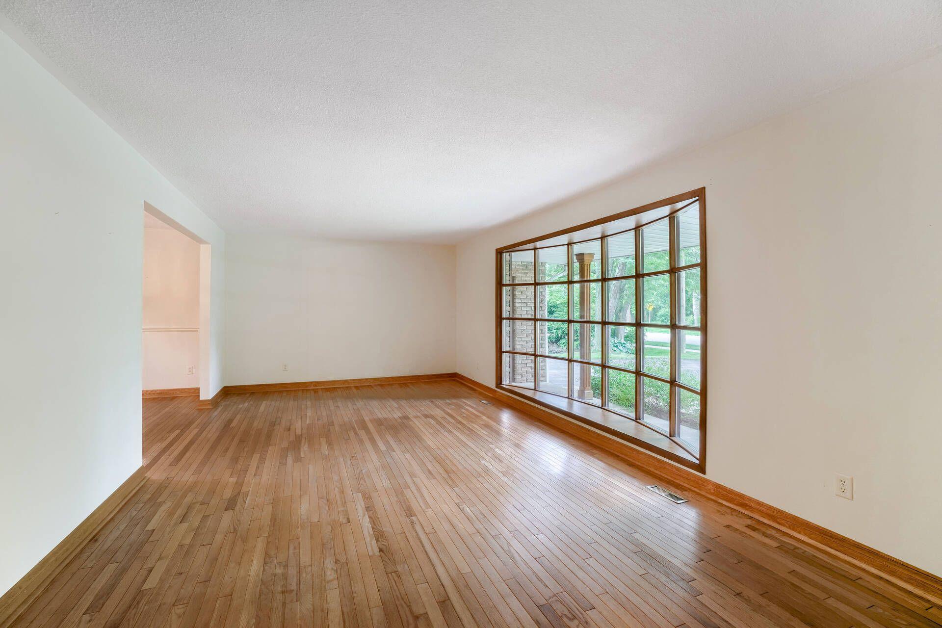 Living Room - 169 Wedgewood Dr, Oakville - Elite3 & Team at 169 Wedgewood Drive, Eastlake, Oakville