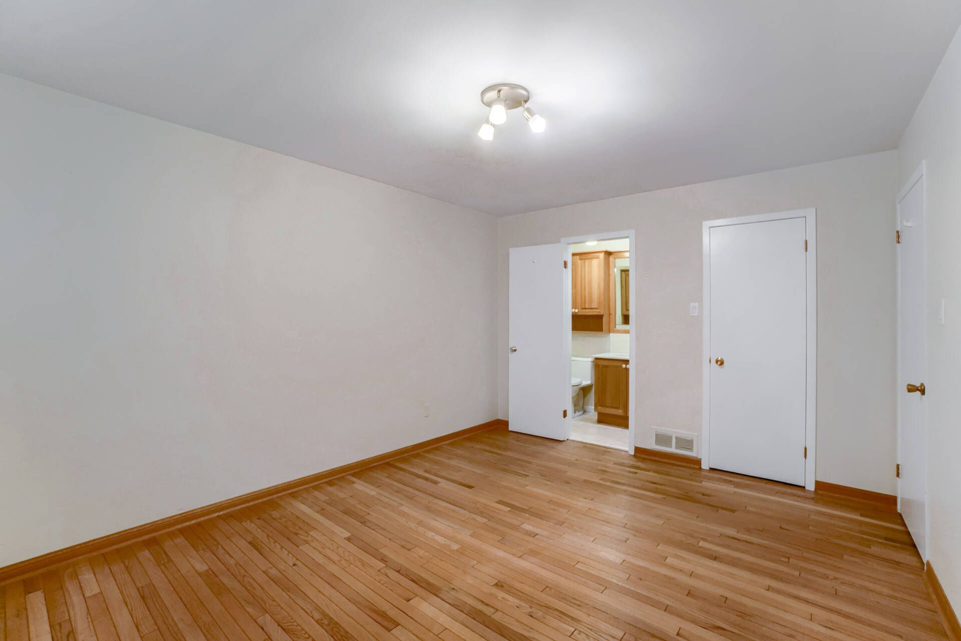 Primary Bedroom - 169 Wedgewood Dr, Oakville - Elite3 & Team at 169 Wedgewood Drive, Eastlake, Oakville