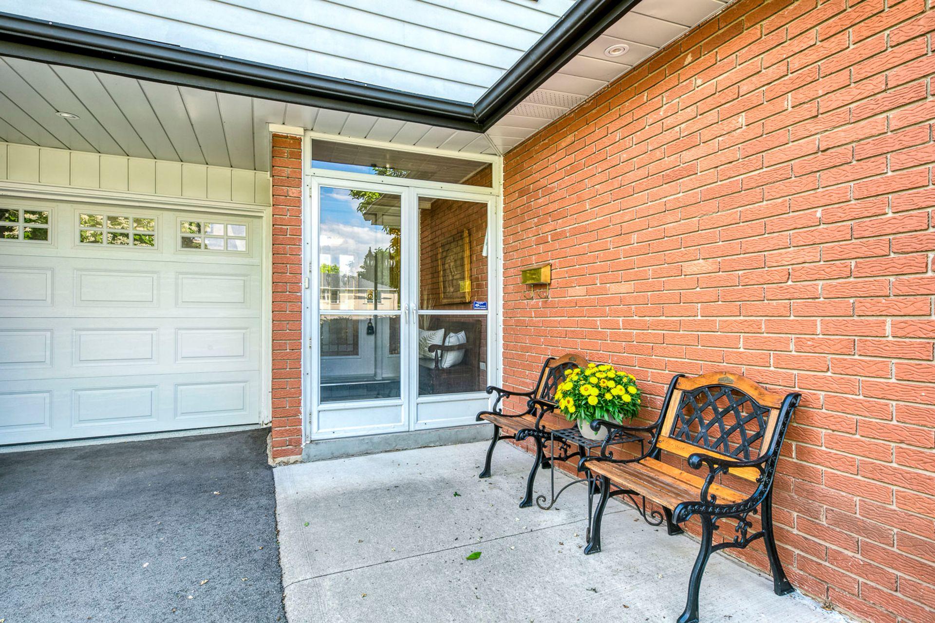 Front Porch - 1246 Landfair Cres, Oakville - Elite3 & Team at 1246 Landfair Crescent, Iroquois Ridge South, Oakville