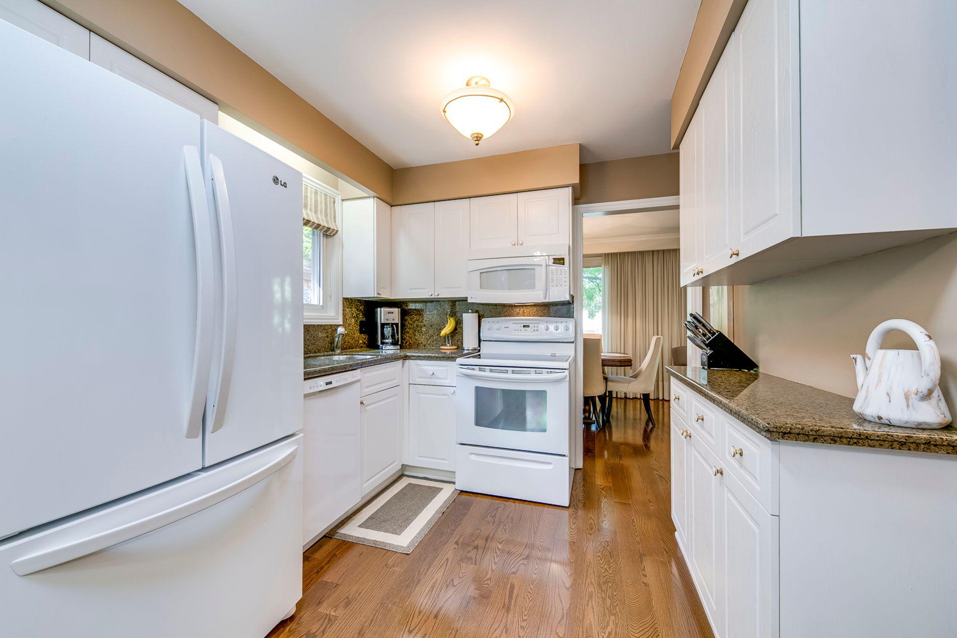 Kitchen - 1246 Landfair Cres, Oakville - Elite3 & Team at 1246 Landfair Crescent, Iroquois Ridge South, Oakville