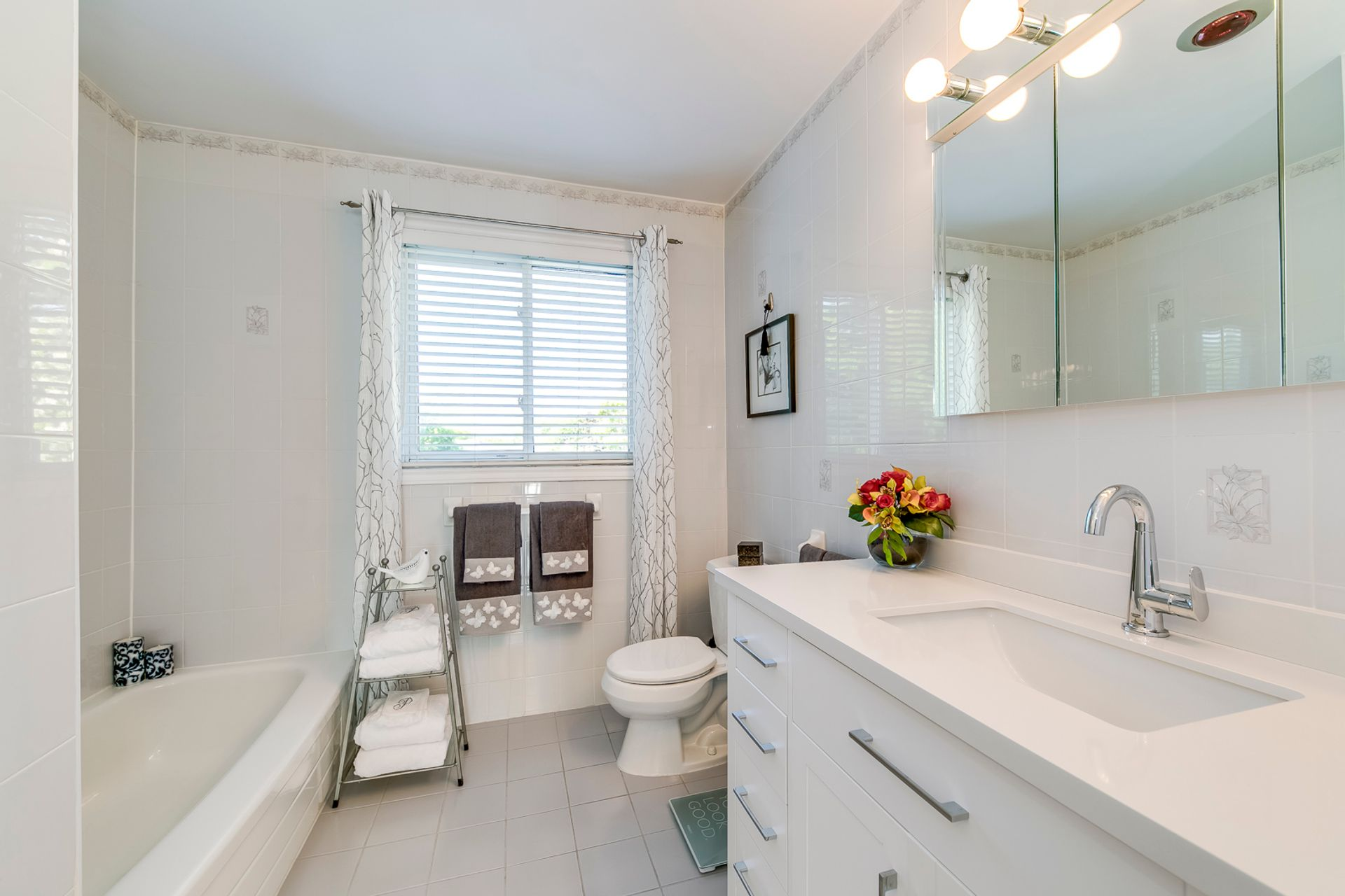 Main Bathroom - 1246 Landfair Cres, Oakville - Elite3 & Team at 1246 Landfair Crescent, Iroquois Ridge South, Oakville