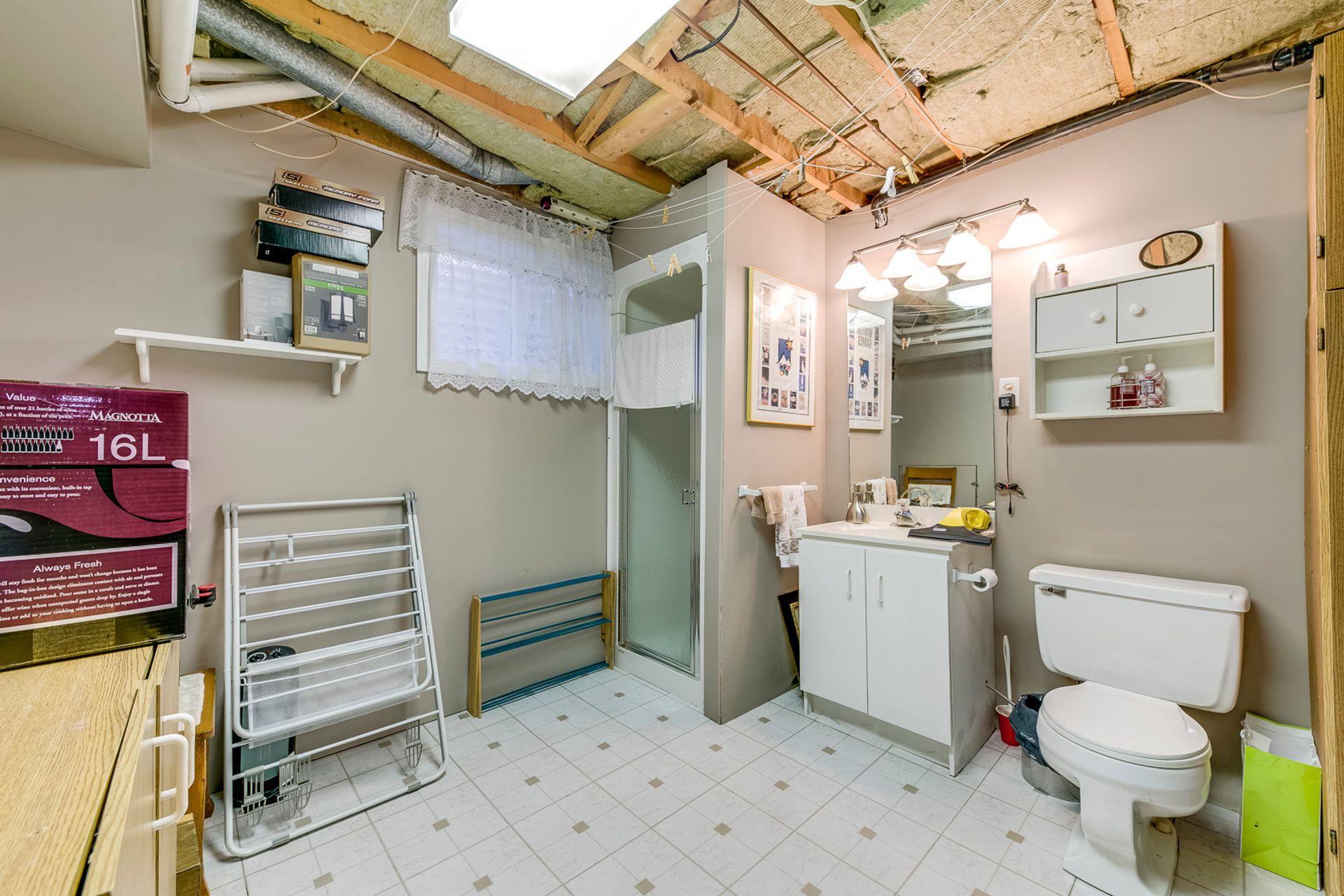 Basement Bathroom - 1246 Landfair Cres, Oakville - Elite3 & Team at 1246 Landfair Crescent, Iroquois Ridge South, Oakville
