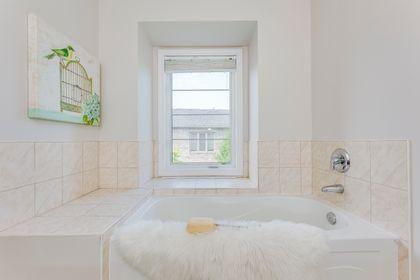 Master Bathroom- 2346 Whistling Springs Cres.- Elite3 & Team at 2346 Whistling Springs Crescent, West Oak Trails, Oakville