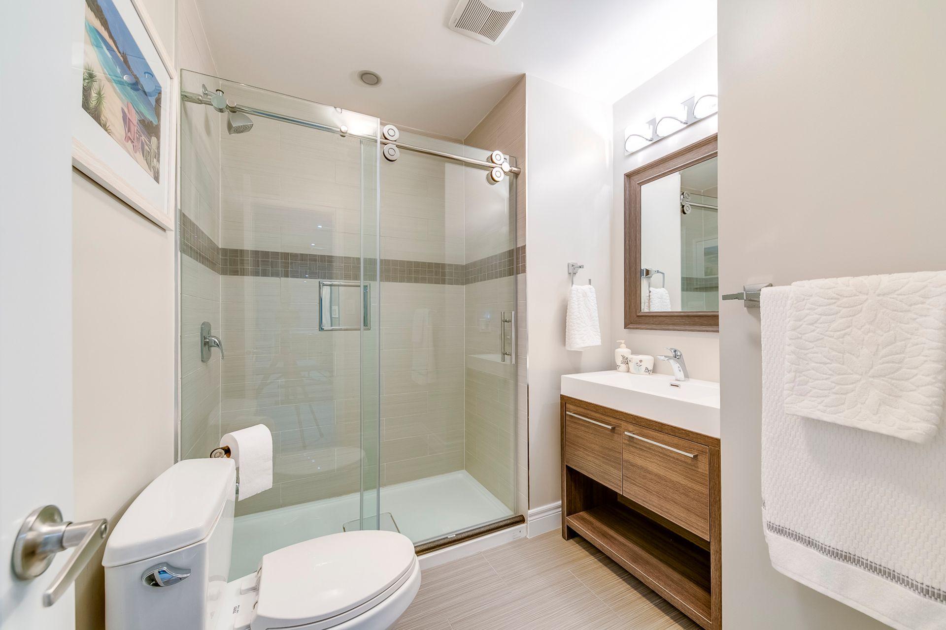 Basement Bathroom- 2412 Sylvia Dr. Oakville- Elite3 & Team at 2412 Sylvia Drive, Iroquois Ridge North, Oakville
