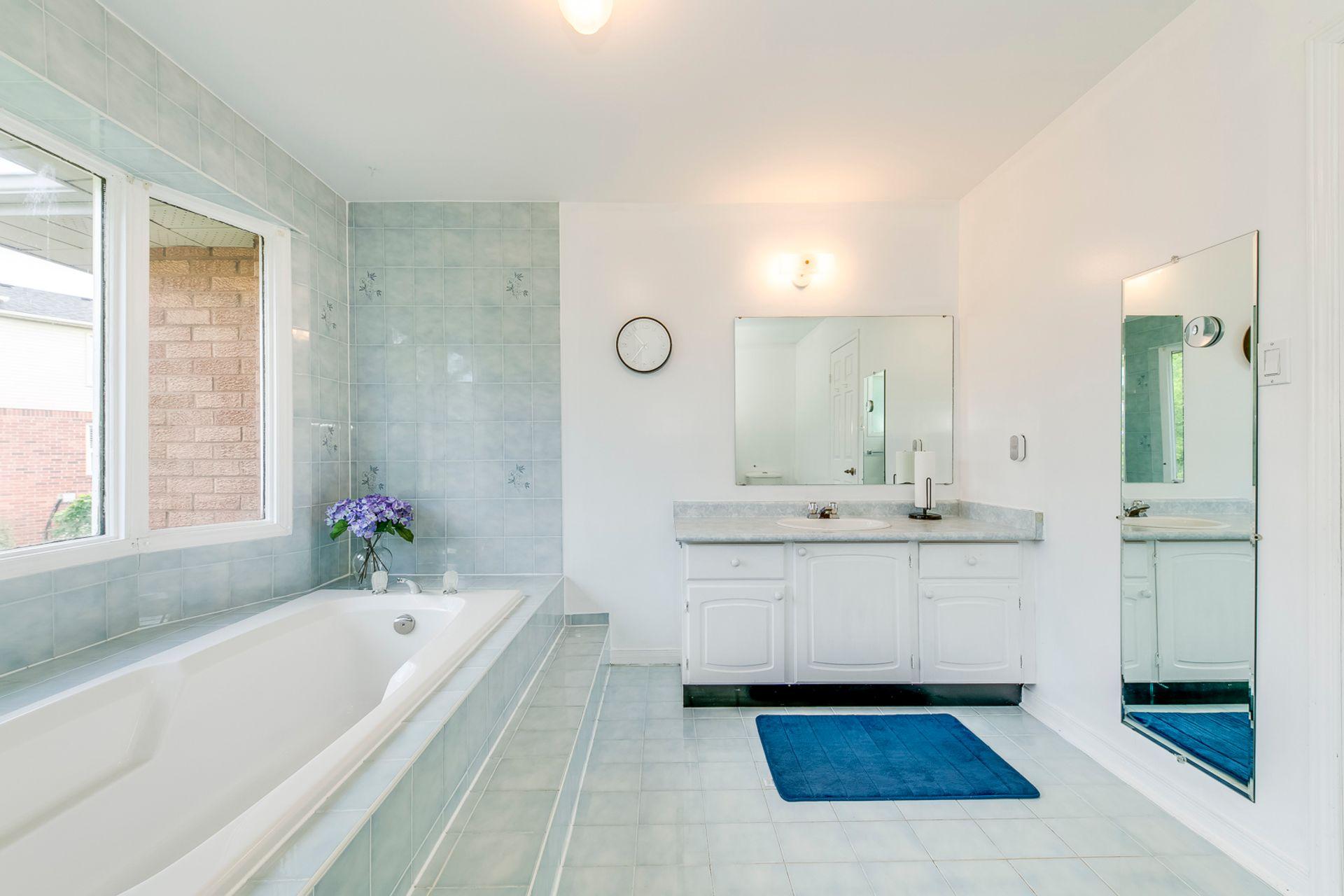 Master Bathroom- 1592 Stationmaster Lane- Elite3 & Team at 1592 Stationmaster Lane, Glen Abbey, Oakville