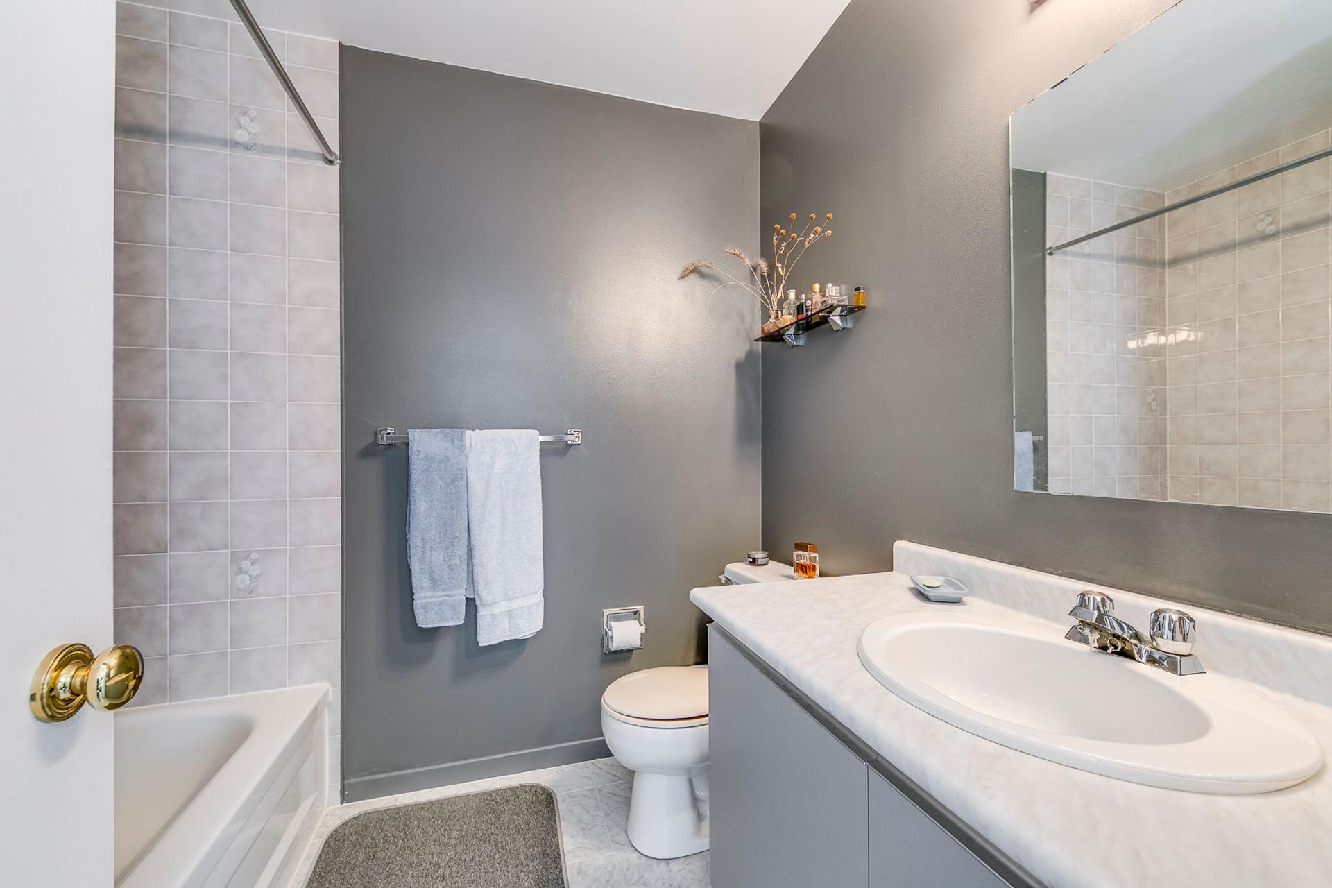 Main Bathroom - 2416 Stefi Tr, Oakville - Elite3 & Team at 2416 Stefi Trail, River Oaks, Oakville