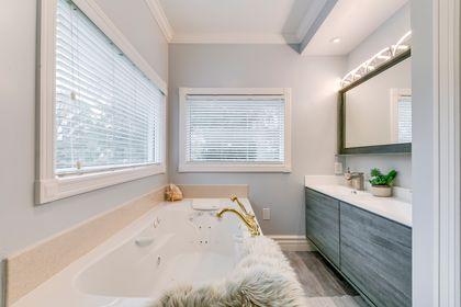 Primary Bathroom- 2185 Highriver Crt. Mississauga- Elite3 & Team at 2185 Highriver Court, Sheridan, Mississauga