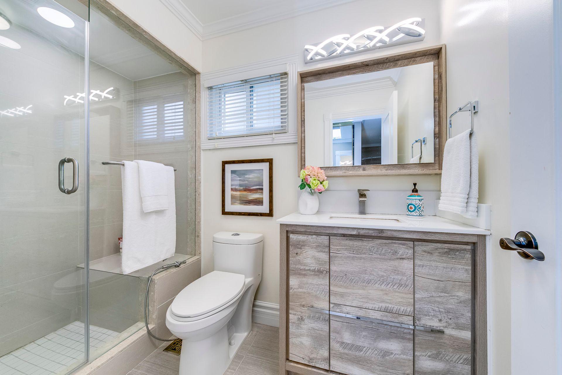 Bathroom- 2185 Highriver Crt. Mississauga- Elite3 & Team at 2185 Highriver Court, Sheridan, Mississauga