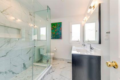 Main Bathroom - 12 Equestrian Court, North York - Elite3 & Team at 12 Equestrian Court, Bayview Woods-Steeles, Toronto