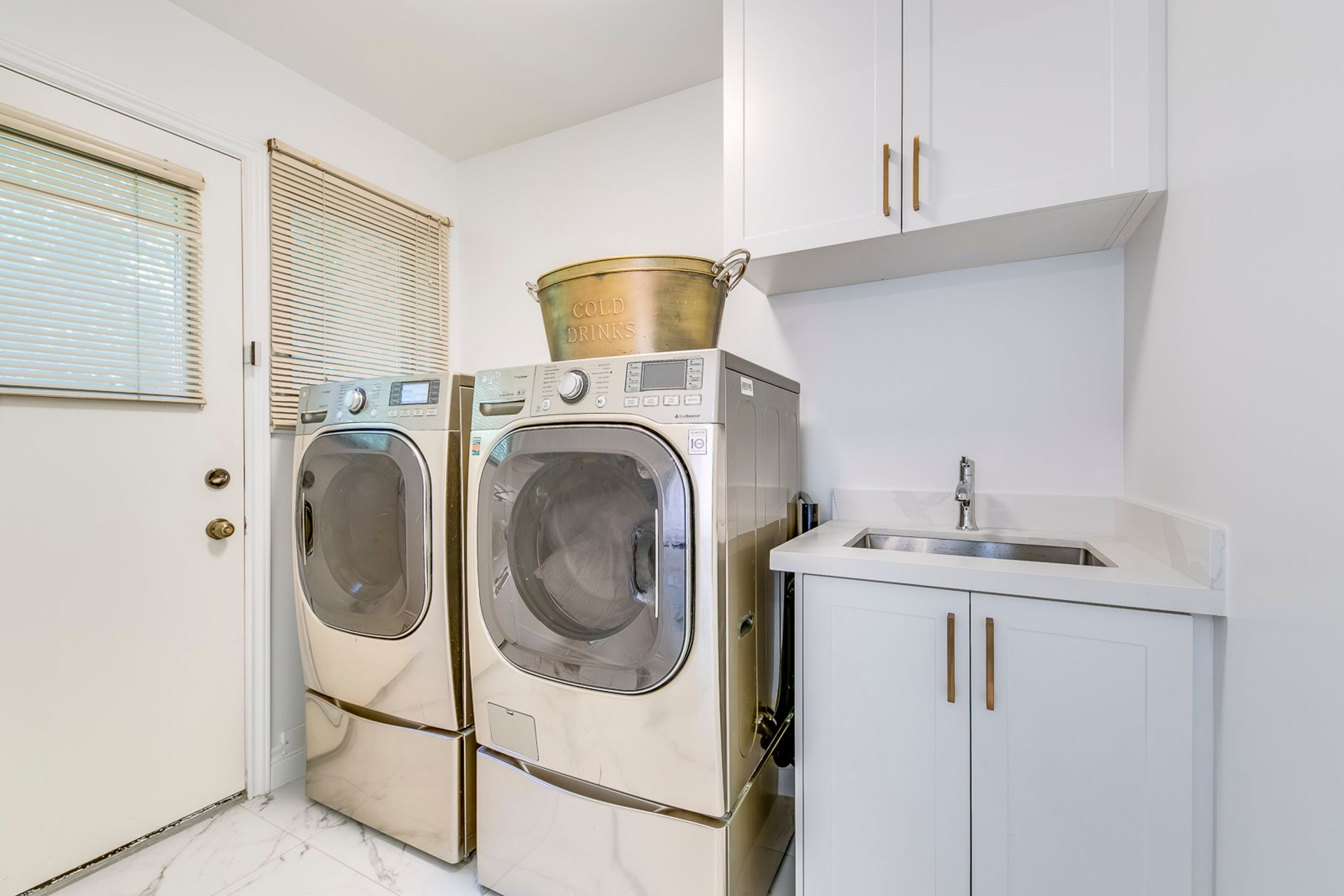 Mud/Laundry Room - 12 Equestrian Court, North York - Elite3 & Team at 12 Equestrian Court, Bayview Woods-Steeles, Toronto