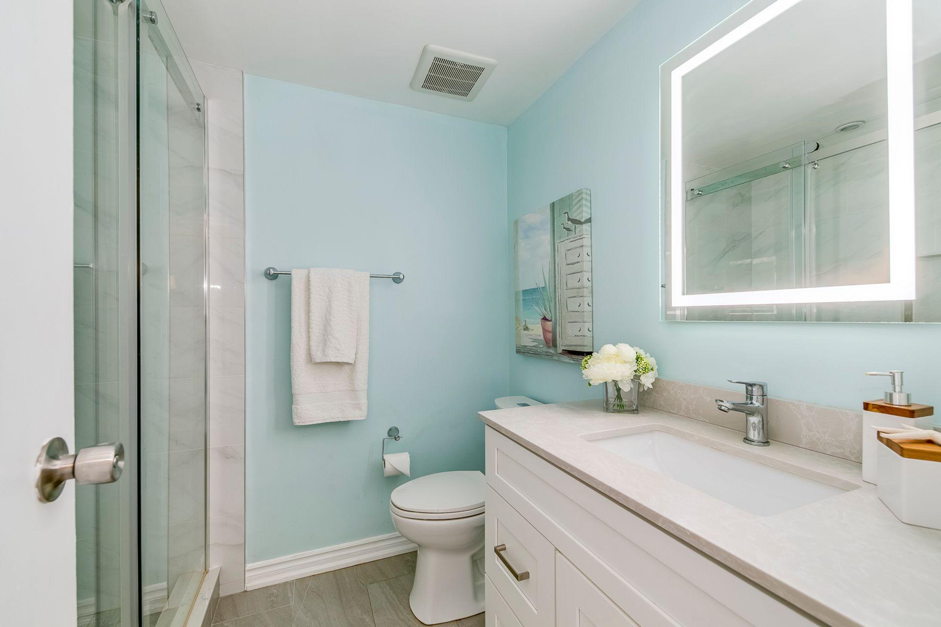 Main Bathroom - 6278 Lavery Crt, Mississauga - Elite3 & Team at 6278 Lavery Court, Meadowvale, Mississauga
