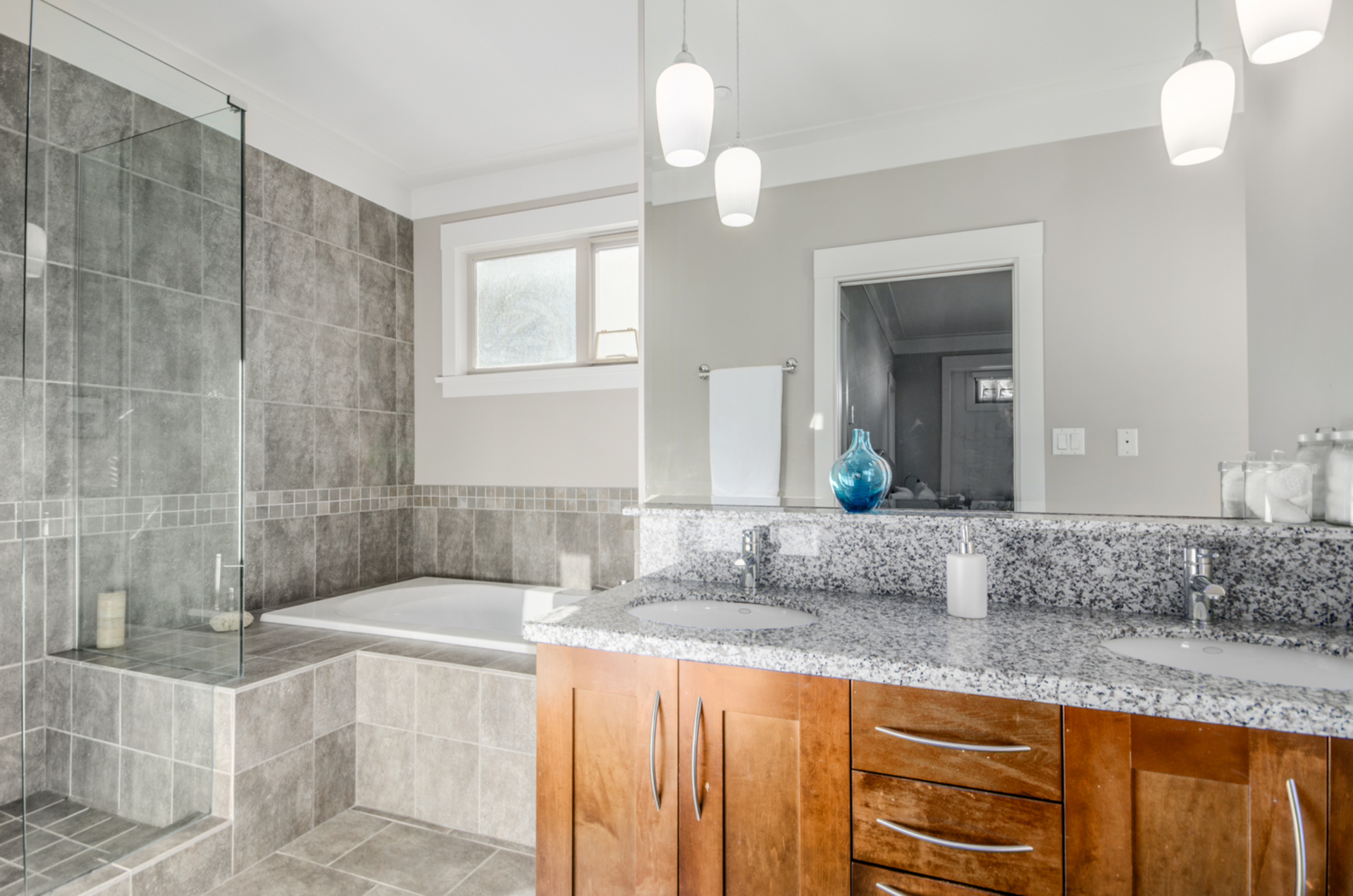 web-16 at 5880 Crown Street, Southlands, Vancouver West