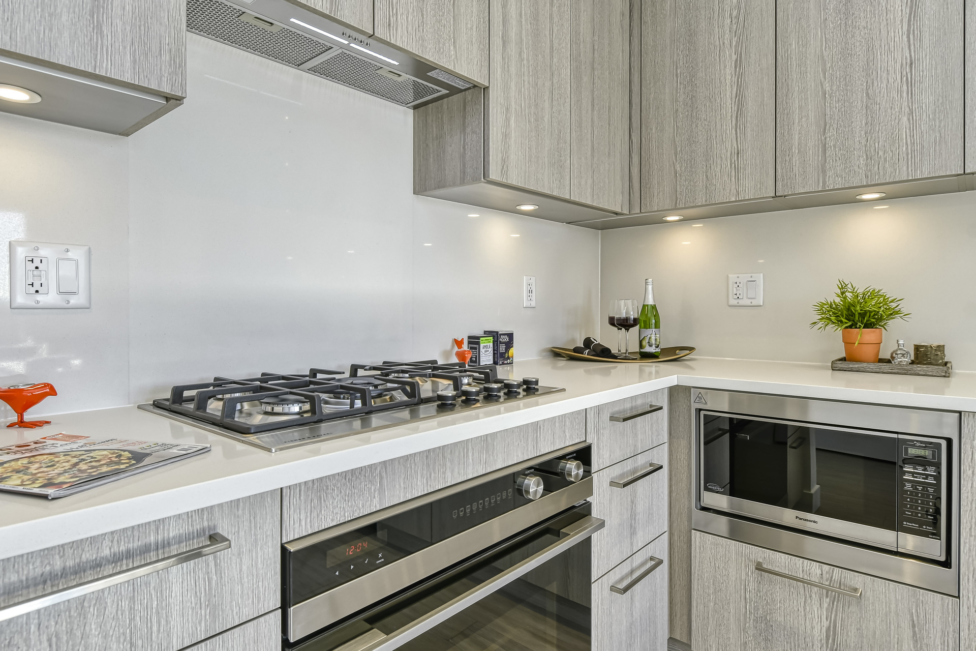 05 at 307 - 707 E 3rd Street, Lower Lonsdale, North Vancouver