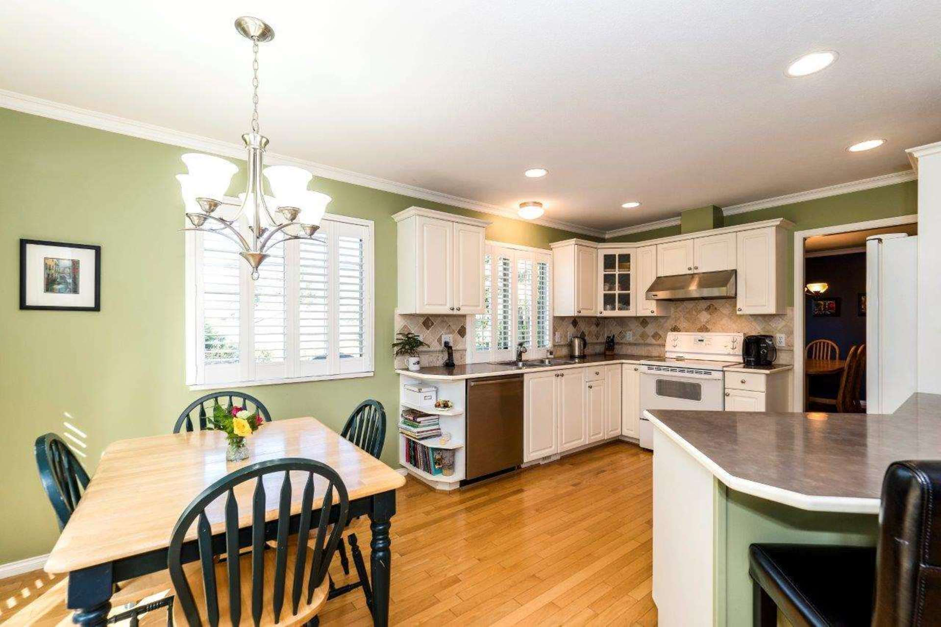 3 at 4990 Cedarcrest Avenue, Canyon Heights NV, North Vancouver