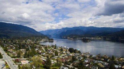 301-n-dollarton-highway-dollarton-north-vancouver-09 at 301 N Dollarton Highway, Dollarton, North Vancouver